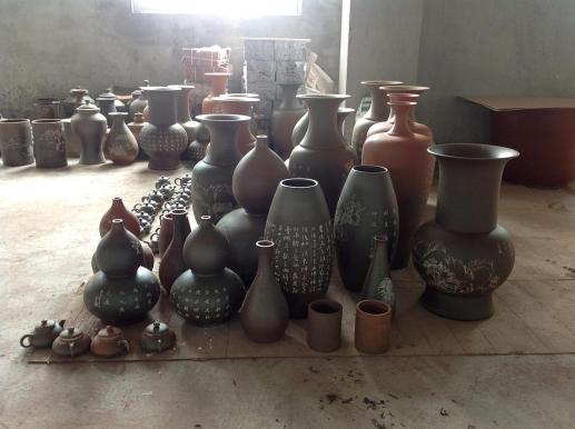 Vessels after firing at the Huyai QinZhou NiXing Pottery Factory 2013